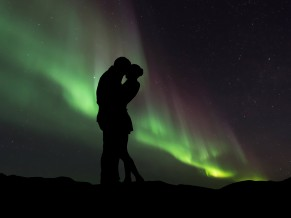 Couple Silhouette Northern Lights 5K